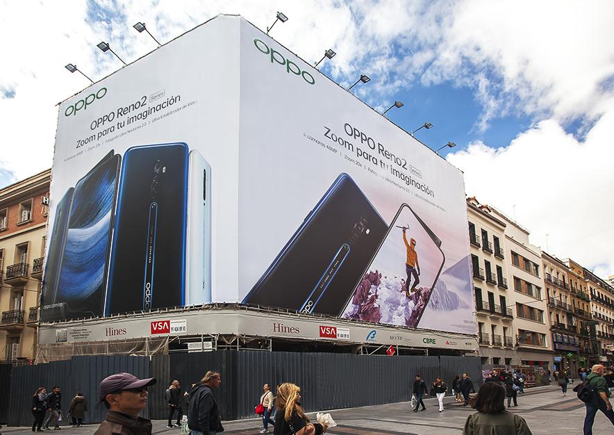 lona-publicitaria-madrid-preciados-13-oppo-dia-vsa-comunicacion