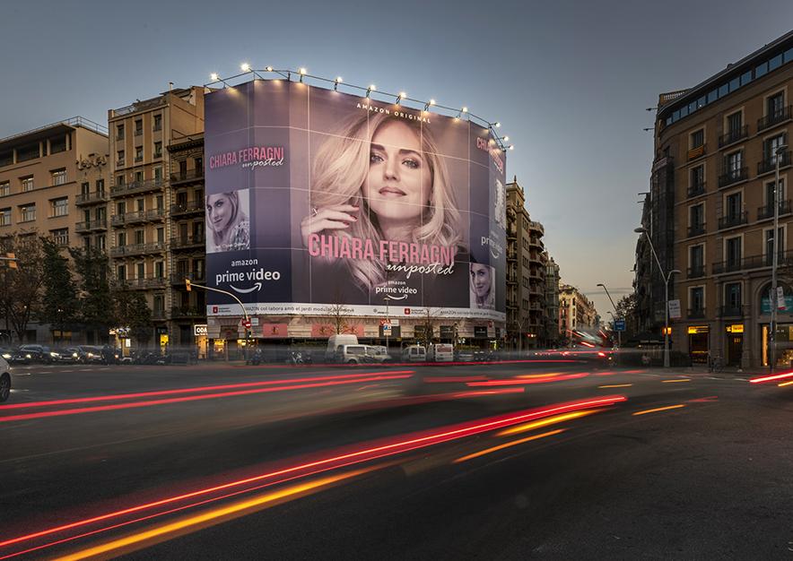 lona-publicitaria-barcelona-balmes-64-chiaraferragni-noche-vsa-comunicacion