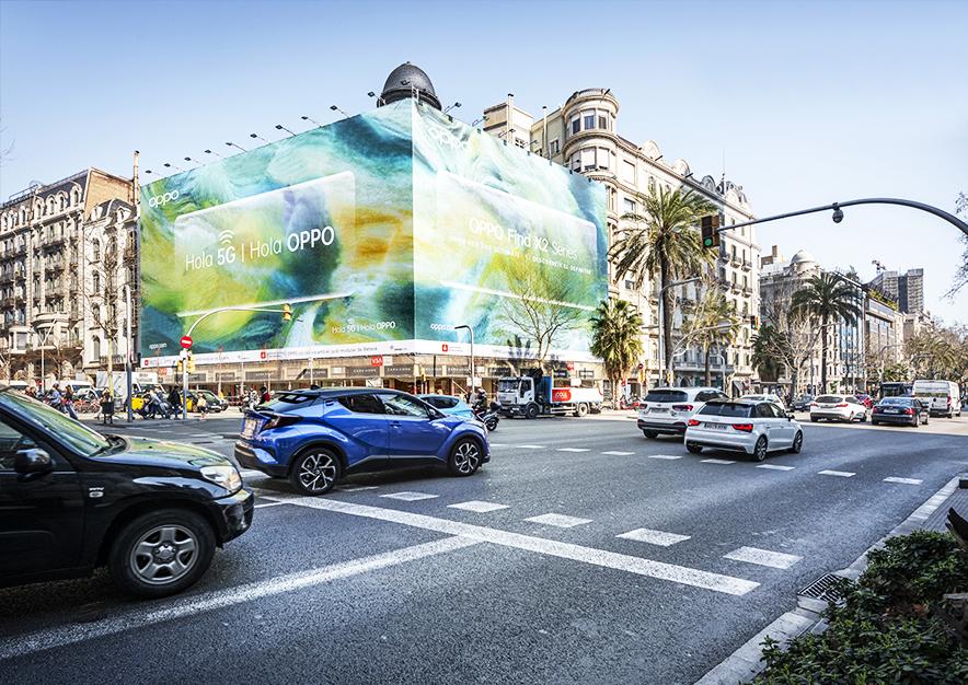 lona-publicitaria-barcelona-avenida-diagonal-490-febrero-oppo-5G-dia-vsa-comunicacion