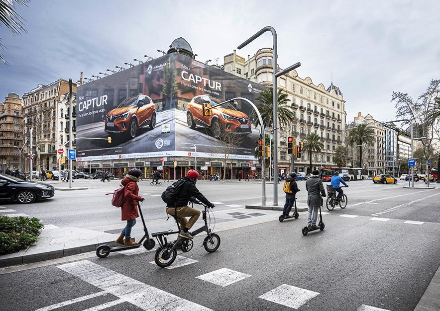 lona-publicitaria-barcelona-avenida-diagonal-490-febrero-renault-captur-dia-vsa-comunicacion