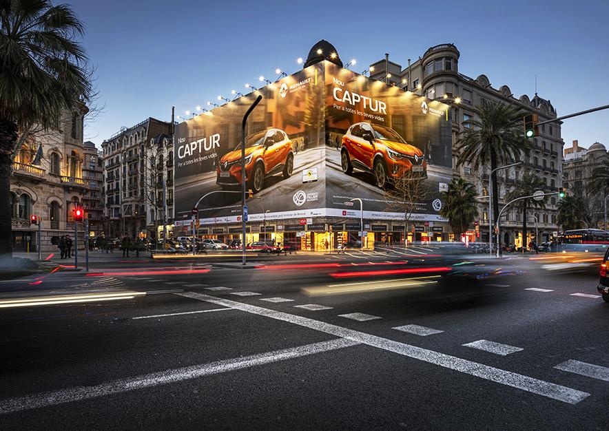 lona-publicitaria-barcelona-avenida-diagonal-490-febrero-renault-captur-noche-vsa-comunicacion