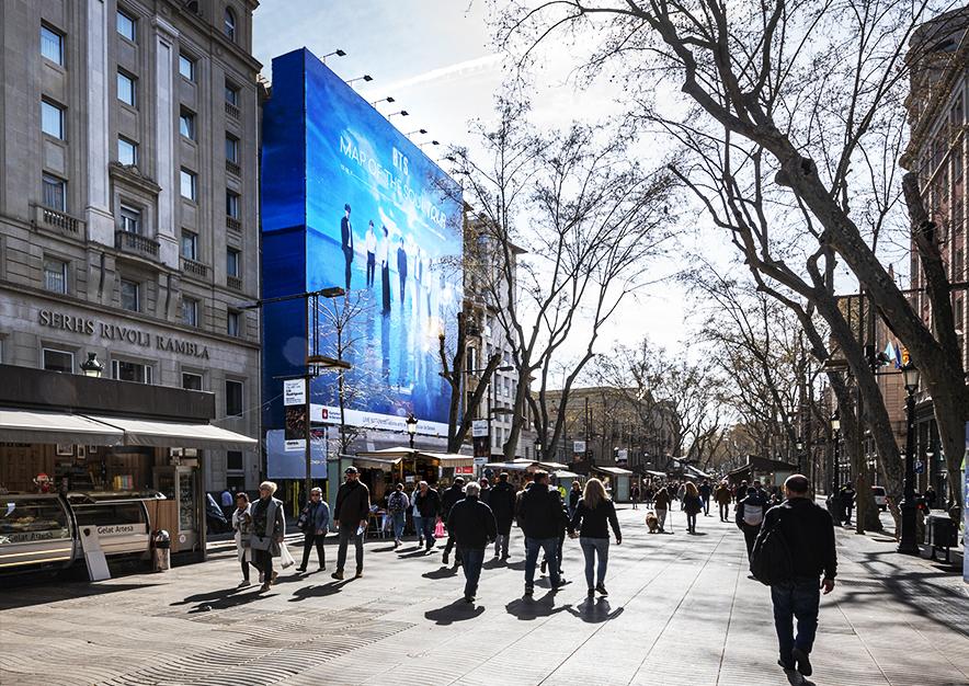 lona-publicitaria-barcelona-ramblas-126-marzo-bts-dia-vsa-comunicacion