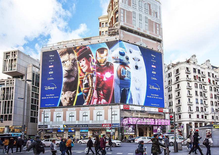 lona-publicitaria-madrid-gran-via-46-marzo-disney-dia-vsa-comunicacion
