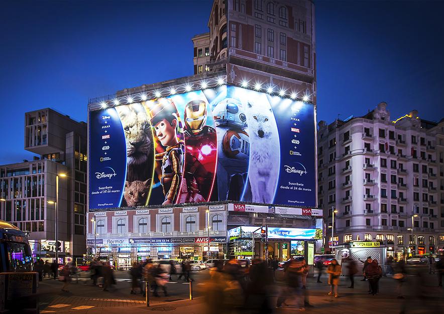 lona-publicitaria-madrid-gran-via-46-marzo-disney-noche-vsa-comunicacion