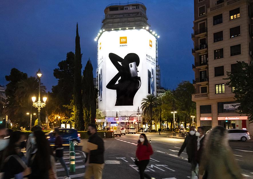 lona-publicitaria-valencia-marques-de-turia-2-xiaomi-noche-vsa-comunicacion