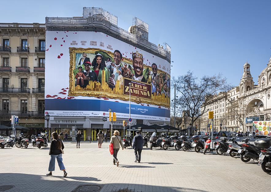 lona-publicitaria-barcelona-rambla-catalunya-15-amazon-febrero-dia- lateral-vsa-comunicacion