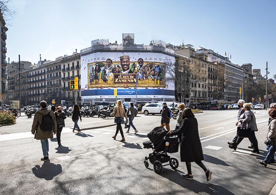 lona-publicitaria-barcelona-rambla-catalunya-15-amazon-febrero-dia-vsa-comunicacion