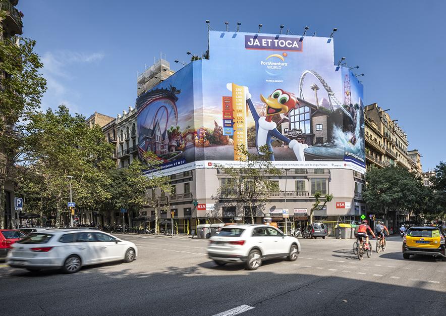 lona-publicitaria-barcelona-muntaner-184-paris-portaventura-dia-vsa-comunicacion