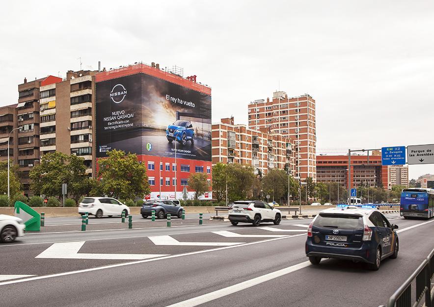 lona-publicitaria-madrid-avenida-america-45-nissan-dia-vsa-comunicacion-1