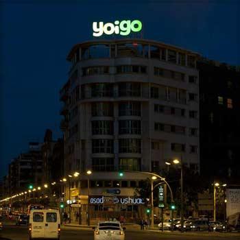 R tulos luminosos publicidad exterior vsa for Oficinas yoigo